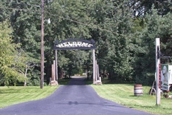 Fort Hyde Kennels entrance, pet friendly boarding and grooming near Niagara Falls, NY