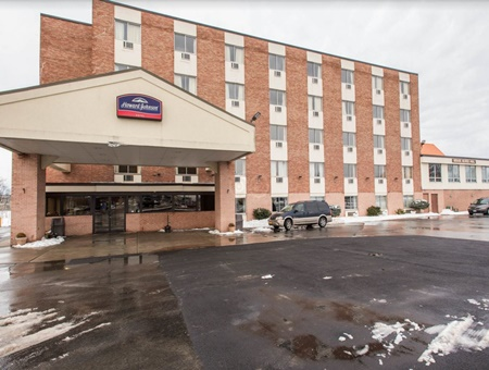 Howard johnson Pet Friendly hotels in Niagara Falls New York